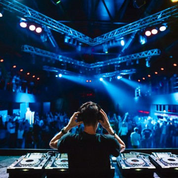 01 nightclub stage
